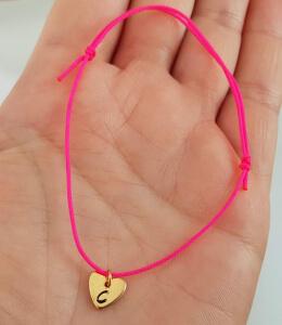 Bratara personalizata, cu initiala gravata pe inimioara placata cu aur, cu snur ajustabil [2]