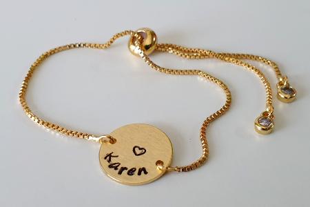 Bratara personalizata, placata cu aur, gravata cu nume pe banut, cu inchidere reglabila [5]