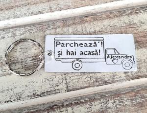 Breloc personalizat cu mesajul Parcheaza-l si hai acasa [1]