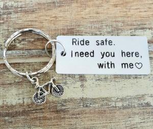 Breloc personalizat Ride safe, I need you here with me, gravat pe dreptunghi din aluminiu cu charm bicicleta [5]