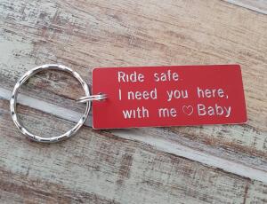 Breloc personalizat Ride safe, I need you here with me, gravat pe dreptunghi din aluminiu cu charm bicicleta [2]