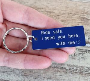 Breloc personalizat Ride safe, I need you here with me, gravat pe dreptunghi din aluminiu cu charm bicicleta [7]