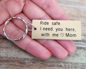 Breloc personalizat Ride safe, I need you here with me, gravat pe dreptunghi din aluminiu cu charm bicicleta [3]