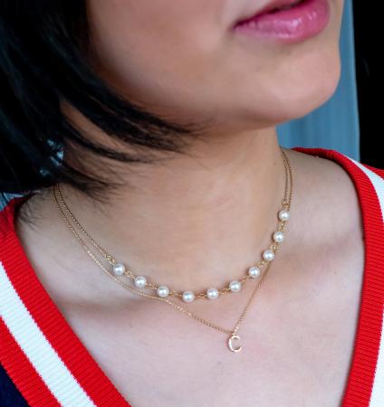 Colier cu perle albe Swarovski, placat cu aur, la baza gatului [8]