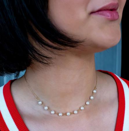Colier cu perle albe Swarovski, placat cu aur, la baza gatului [0]