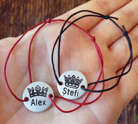 Set bratari personalizate cuplu, cu nume si coronita de rege si regina, gravate pe banut din aluminiu [5]
