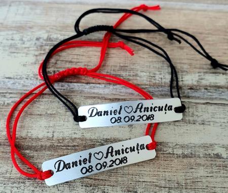 Set de 2 bratari personalizate pentru cuplu cu nume si data, gravate pe placuta din aluminiu cu snur ajustabil si inchidere macrame [2]