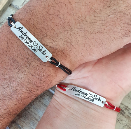 Set de 2 bratari personalizate pentru cuplu cu nume si data, gravate pe placuta din aluminiu, cu snur din piele [1]
