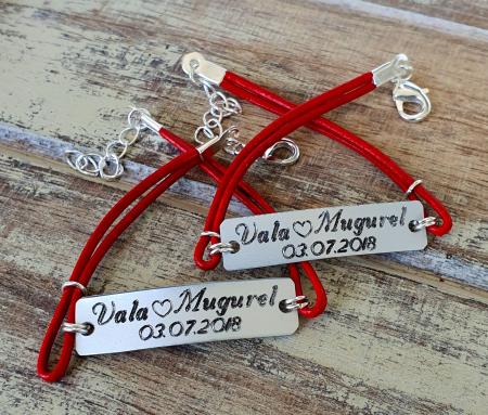 Set de 2 bratari personalizate pentru cuplu cu nume si data, gravate pe placuta din aluminiu, cu snur din piele [5]