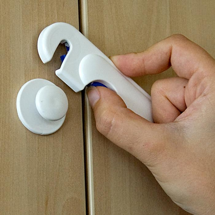 Încuietoare de siguranță pentru dulapuri [2]
