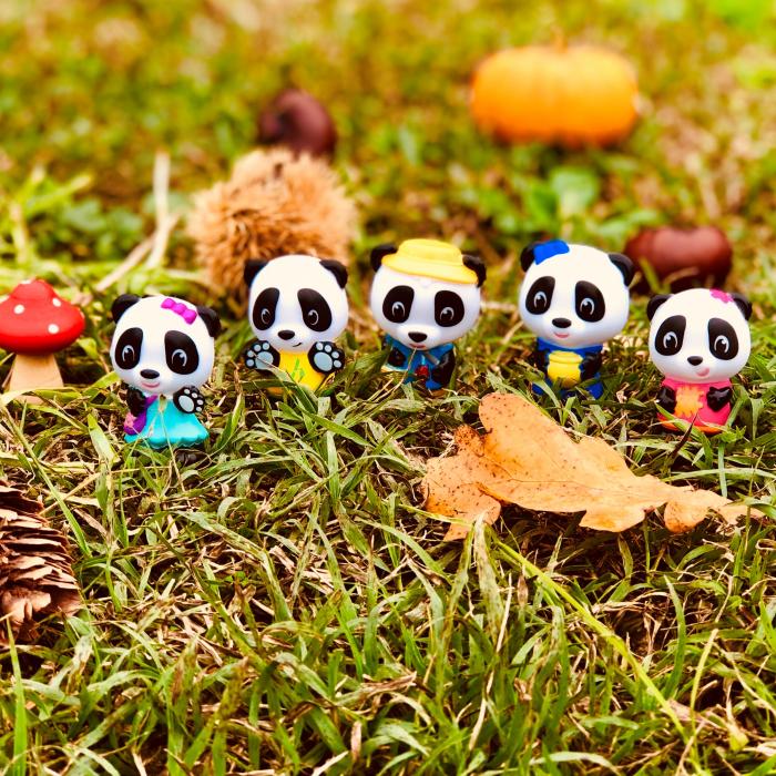 Familia de ursuleti Panda - Set figurine joc de rol [2]