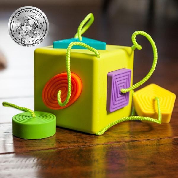 Sortator de forme pentru bebelusi OombeeCube Fat Brain Toys [2]