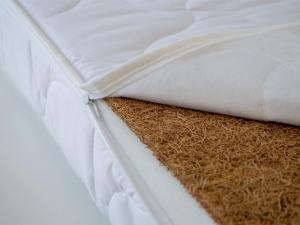 Patut din lemn masiv si laterala culisabila Olek + Saltea Cocos Comfort3