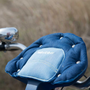 Scaun de bicicleta SafeFront Deluxe 2018 si Casca protectie Flames Roz WeeRide WR10R3