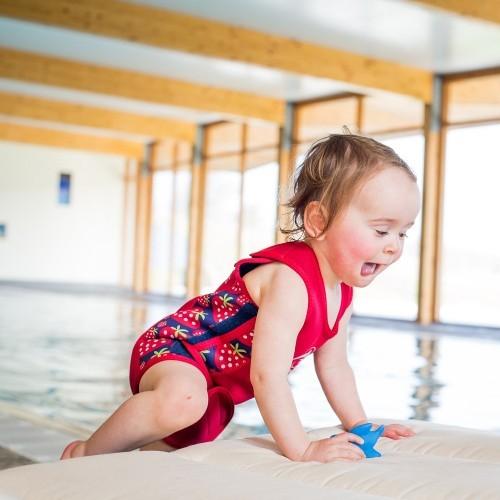 Costum termoreglabil din neopren pentru bebelusi BabyWarma Strawberry 0-6 luni - Konfidence [2]