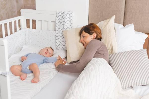 Treppy Patut co-sleeping 120x60 cu laterala culisanta si roti Dreamy Plus Alb [2]