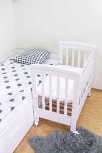 Patut co-sleeping 85x48 cm cu laterala culisanta Dreamy Mini Alb + saltea [7]