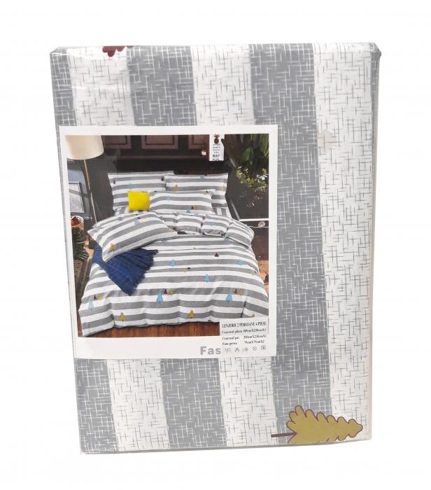 Lenjerie de pat alb cu gri si cu braduti colorati