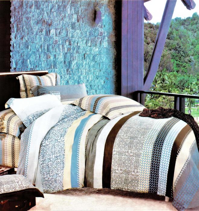 Lenjerie de pat cu dungi multicolore