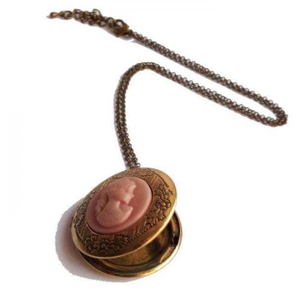 Colier aramiu cu pandantiv cu camee roz (se deschide) 2