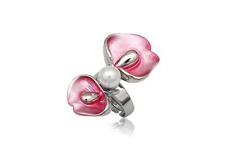Inel floare cu perla si metal rodiat 0