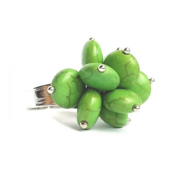 Inel reglabil decorat cu pietricele verzi 1