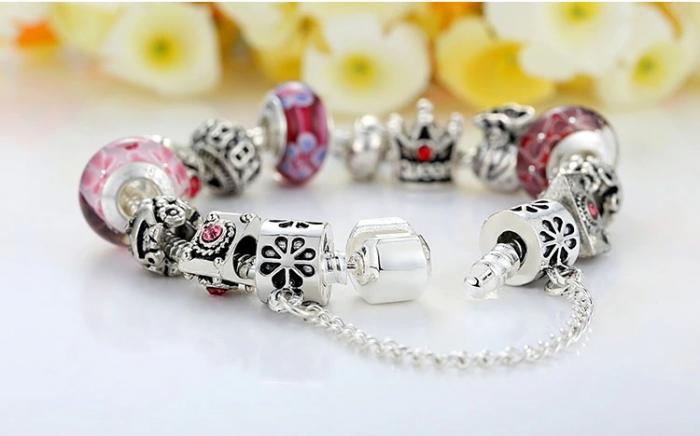 Bratara fantezie BeSpecial BSTF0005 placata cu argint, cu talismane rosii 1