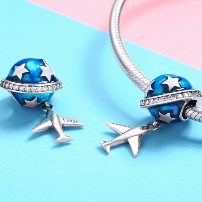Charm argint 925 planeta albastra cu avion, stelute si zirconii albe PST0149 1