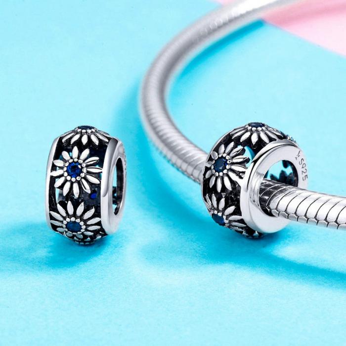 Talisman argint cu flori si cristale albastre [3]