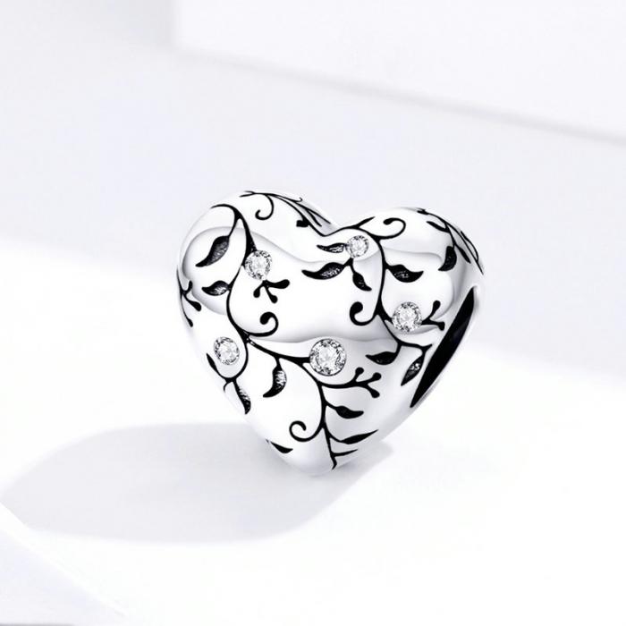 Talisman argint in forma de inima cu desen floral si zirconii albe 3