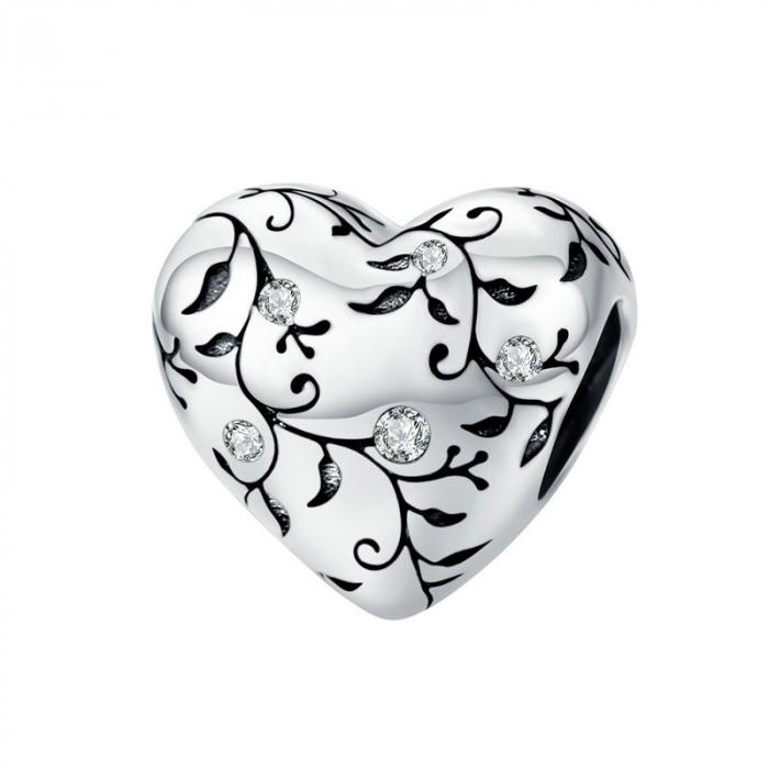 Talisman argint in forma de inima cu desen floral si zirconii albe 0