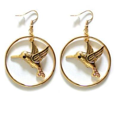 Cercei aurii cu pasarea colibri si pietre albastre