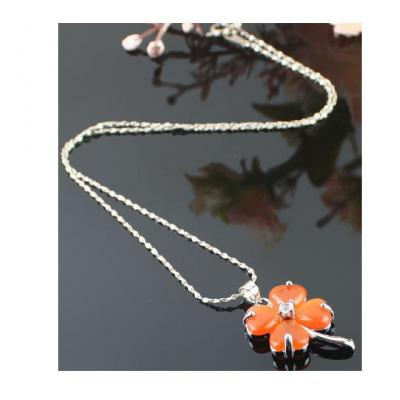 Colier portocaliu floare sau frunza de trifoi1