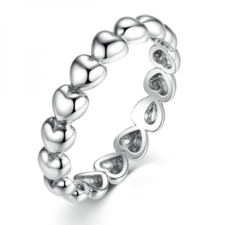 Inel placat cu argint cu inimioare IST0005