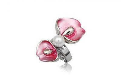 Inel floare cu perla si metal rodiat