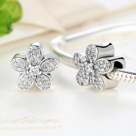 Charm argint 925 cu floricele si zirconii albe - Be Nature PST00211