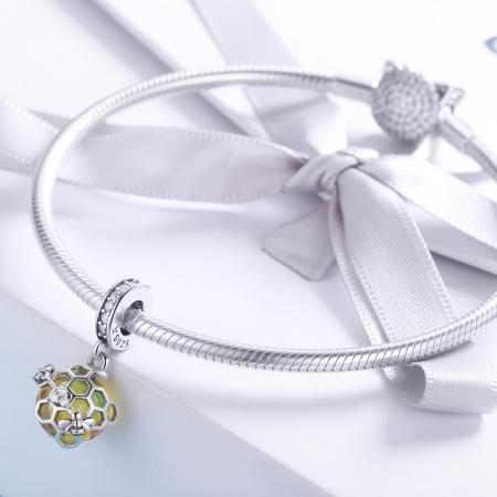 Charm argint 925 cu albinuta, fagure si zirconii - Be Nature PST01482