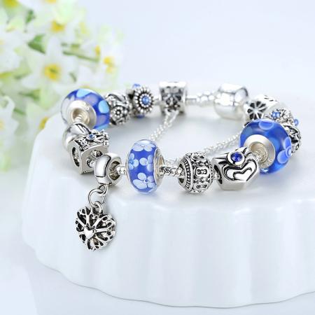 Bratara fantezie BeSpecial BSTF0001 placata cu argint, cu talismane cu flori si coroana de regina [1]