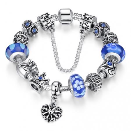 Bratara fantezie BeSpecial BSTF0001 placata cu argint, cu talismane cu flori si coroana de regina