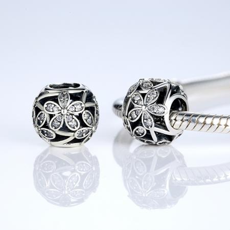 Charm argint 925 cu floricele si zirconii albe - Be Nature PST00142