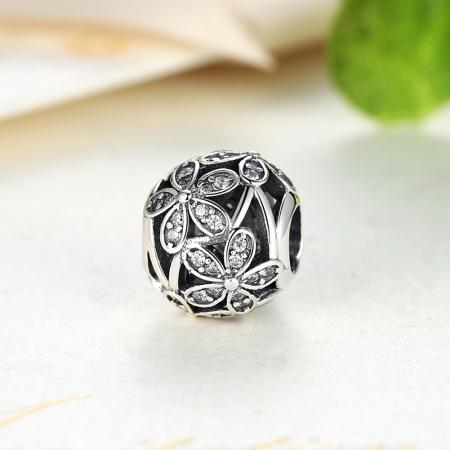 Charm argint 925 cu floricele si zirconii albe - Be Nature PST00144