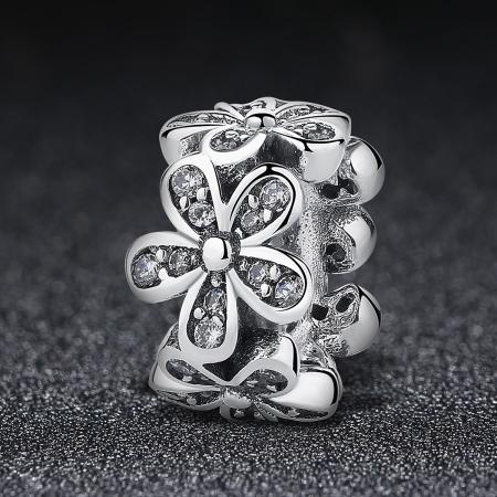 Charm argint 925 cu floricele si zirconii albe - Be Nature PST00521