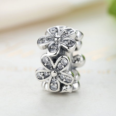 Charm argint 925 cu floricele si zirconii albe - Be Nature PST00522