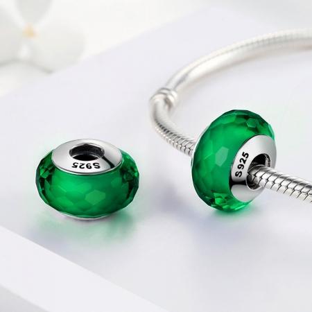 Charm argint 925 cu sticla verde multifatetata - Be Elegant PST00981