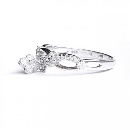 Inel argint 925 rodiat cu charm floare si zirconii albe1