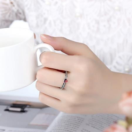 Inel placat cu argint cu inimioara rosie IST00031