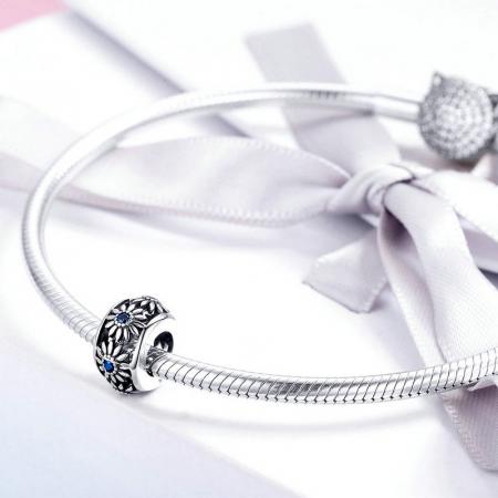Talisman argint cu flori si cristale albastre [4]