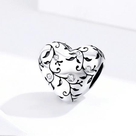 Talisman argint in forma de inima cu desen floral si zirconii albe3