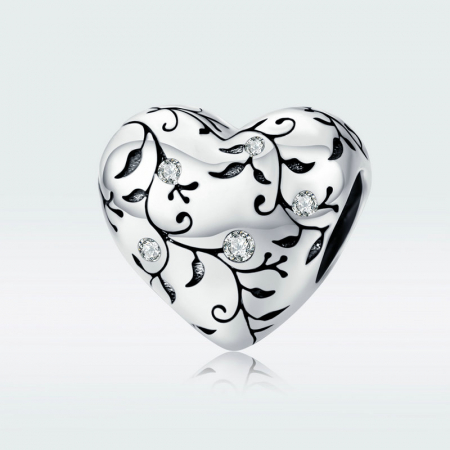Talisman argint in forma de inima cu desen floral si zirconii albe2