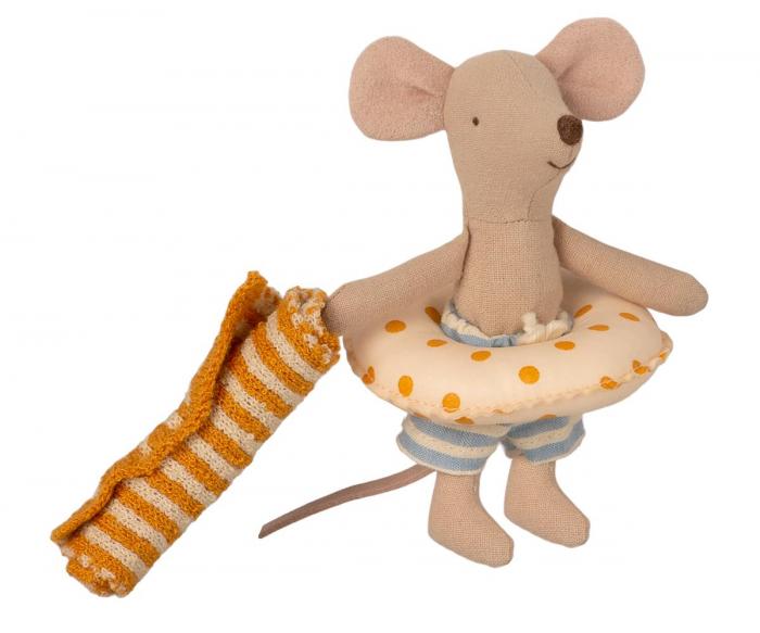 Beach mice, little brother in Cabine de Plage [2]